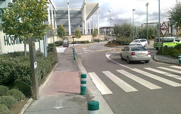 Parada del Hospital donde llegan los autobuses municipales.