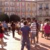 Al menos un centenar de personas se concentraron en la Plaza Mayor.